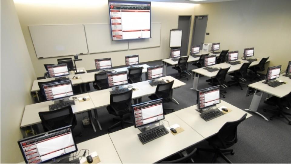 memilih software lab bahasa